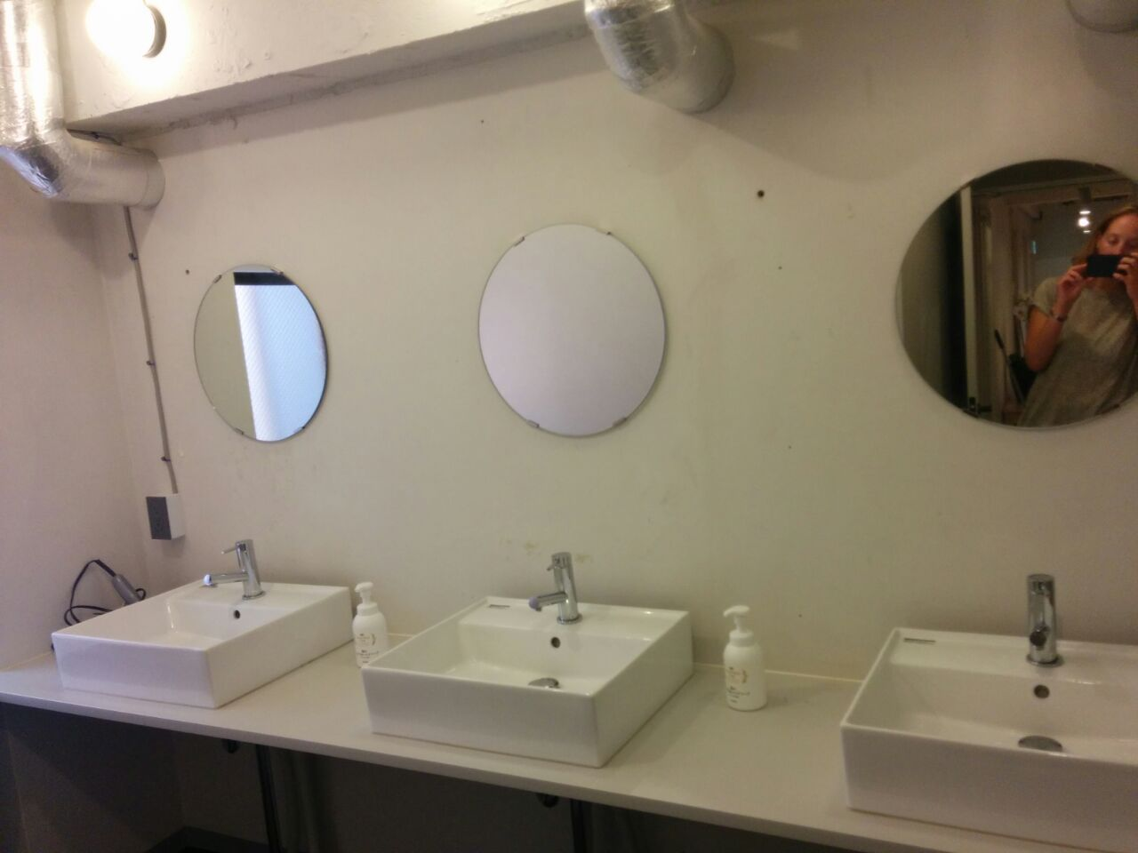 ImanoHostel-bathroom1.jpg