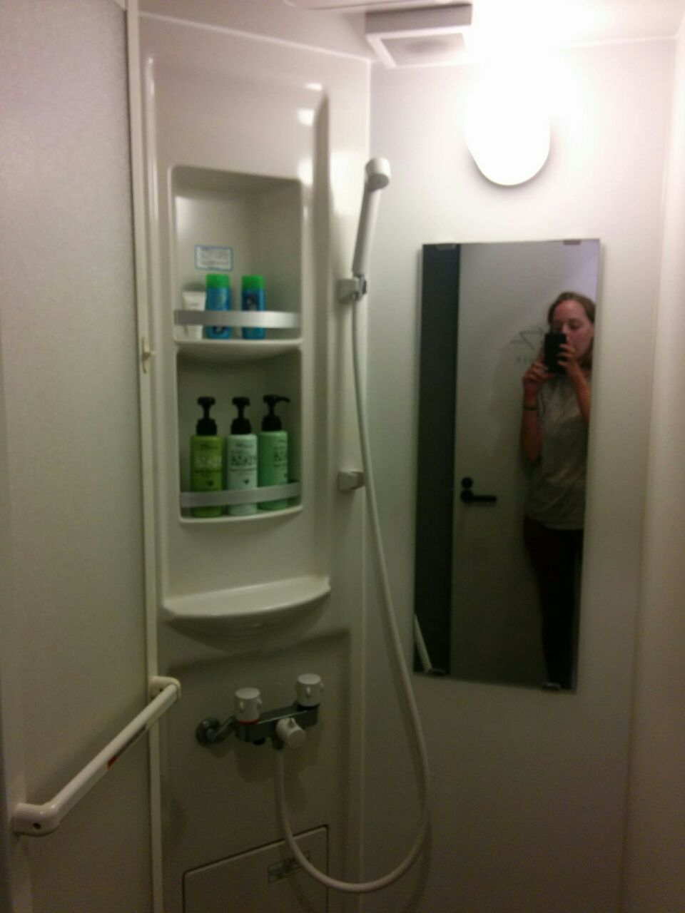 ImanoHostel-bathroom2.jpg