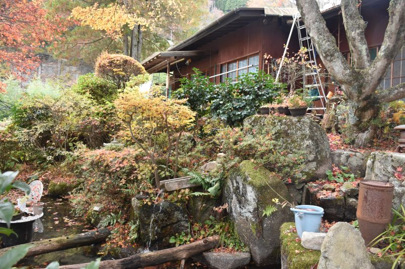 Kiso-nakasendo-autumn-colors-house