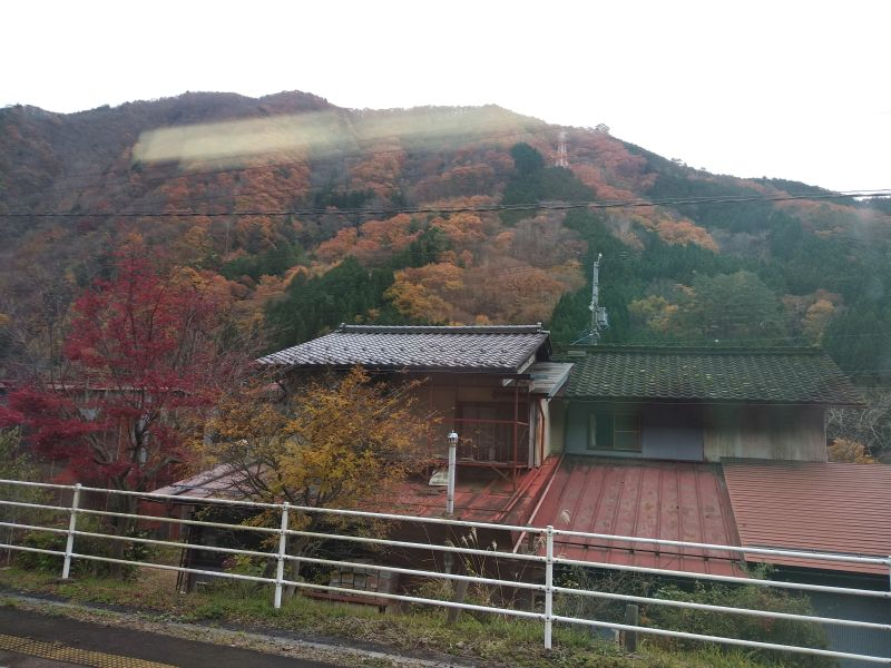 nakasendo-view-houses-autumn